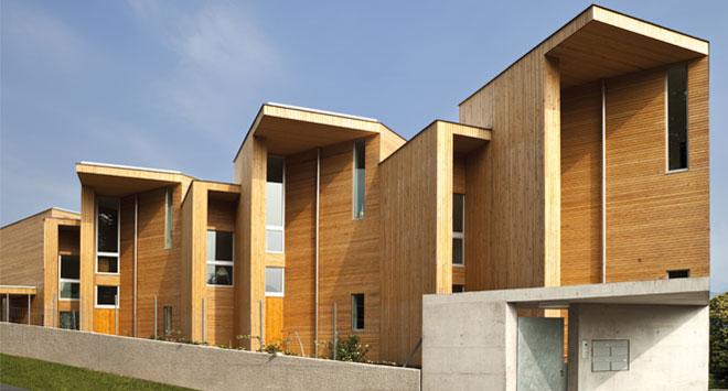 Holzfassade beim Hausbau - moderne Architektur