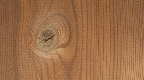 Thermisch modifiziertes Holz ist das Endprodukt eines Verfahrens zu Behandlung von Massivholz.