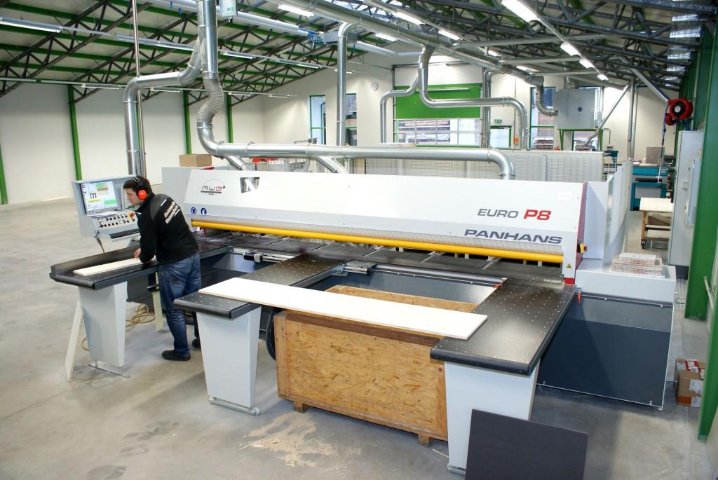 Die vollautomatische Plattensäge im Holzmarkt in Ottensheim für den exakten zuschnitt von Holzplatten
